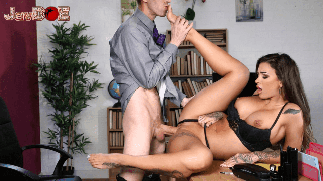 [Brazzers] Susy Gala, Danny D Foot Clerk At Work 06.16.2018